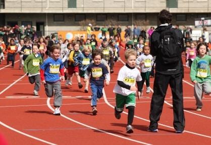 carrera infantil pista atletismo unisport