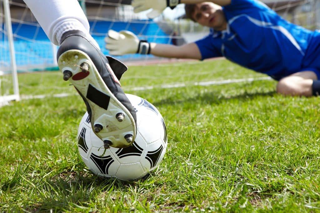 Becas Unisports para futbolistas de la AJFS y AJFSF